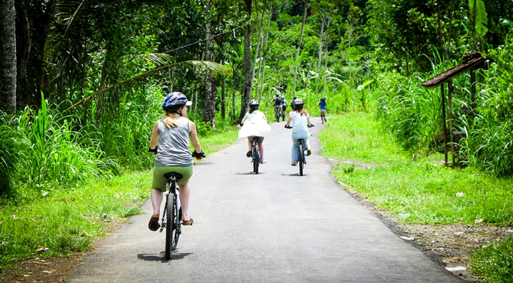 25 mile bike ride through Bali